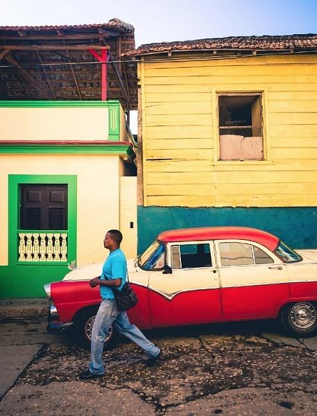 Ford 56 avec un symbole Chevrolet, Baracoa, Cuba