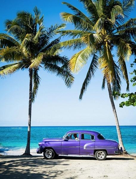 Chevrolet 54 sur la plage de la Villa Maguana, Baracoa, Cuba